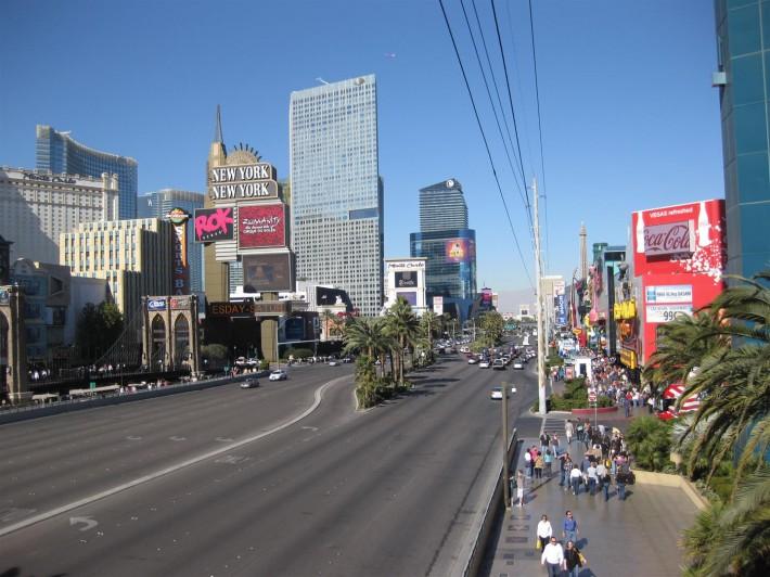 Вид на главную туристическую улицу Лас Вегаса (Лас Вегас, штат Невада, США)