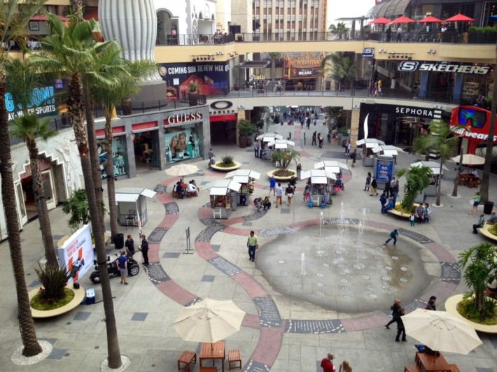 Площадь на Голливуд бульваре (Лос Анджелес, штат Калифорния, США)
