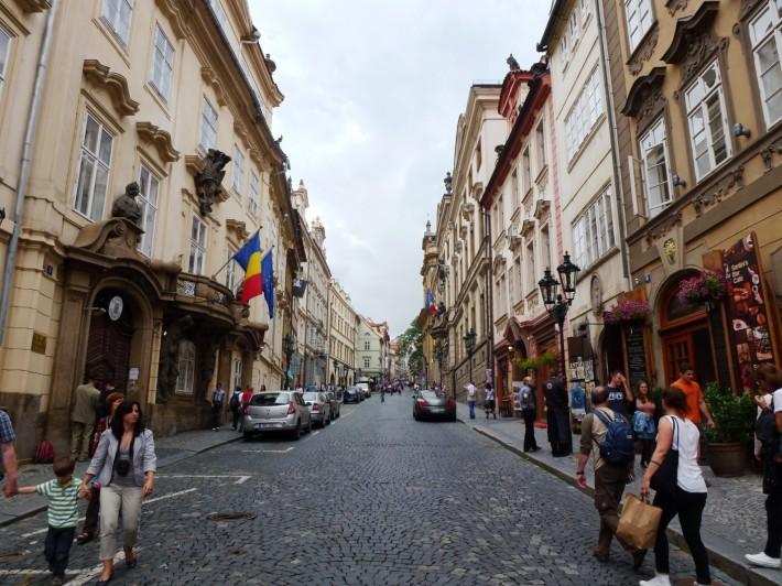 Одна из центральных улочек Праги