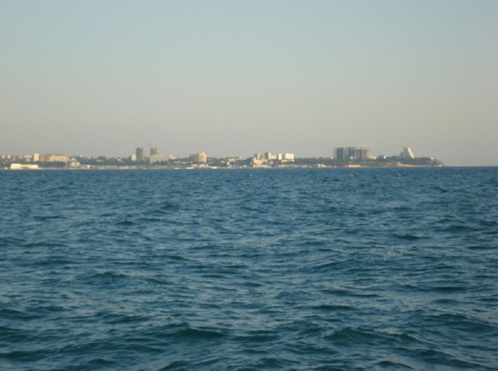 Вид на побережье с яхты