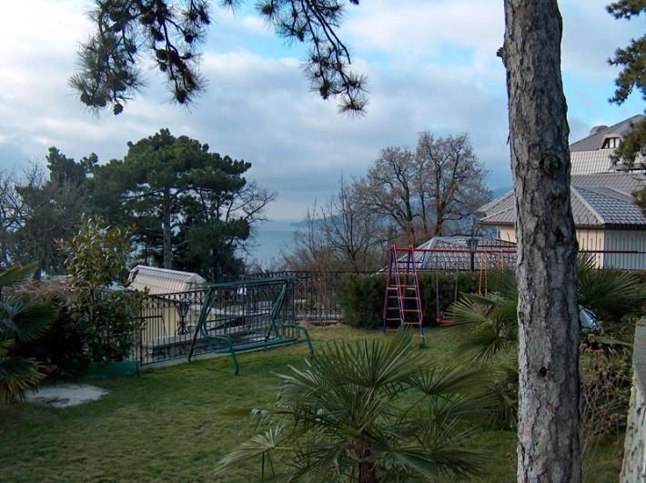 Детская площадка в старой Ялте