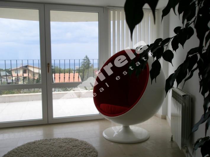 Люкс 1400 евро вид из окна