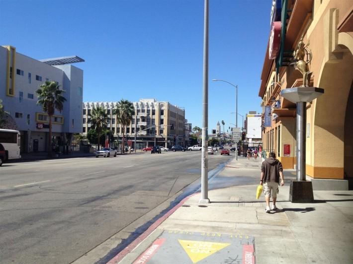 Пересечение Голливуд бульвара и Вестерн Эвенью (Лос Анджелес, штат Калифорния, США)
