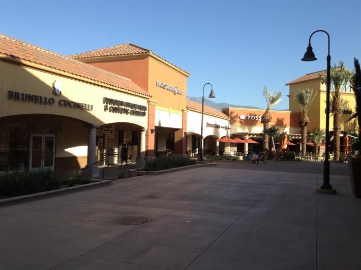 Аутлеты Десерт Хиллс в Кабазоне (Кабазон, штат Калифорния, США)