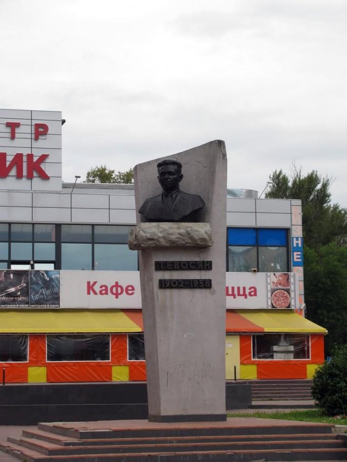 Памятник Тевосяну