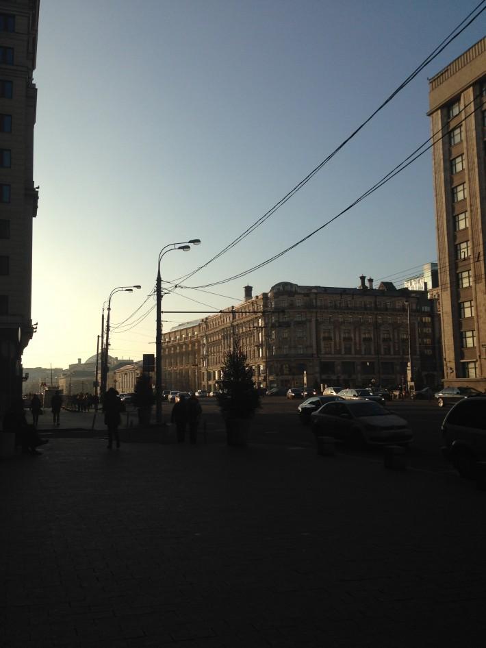 Угол Охотного ряда и Тверской, 31 декабря, без снега