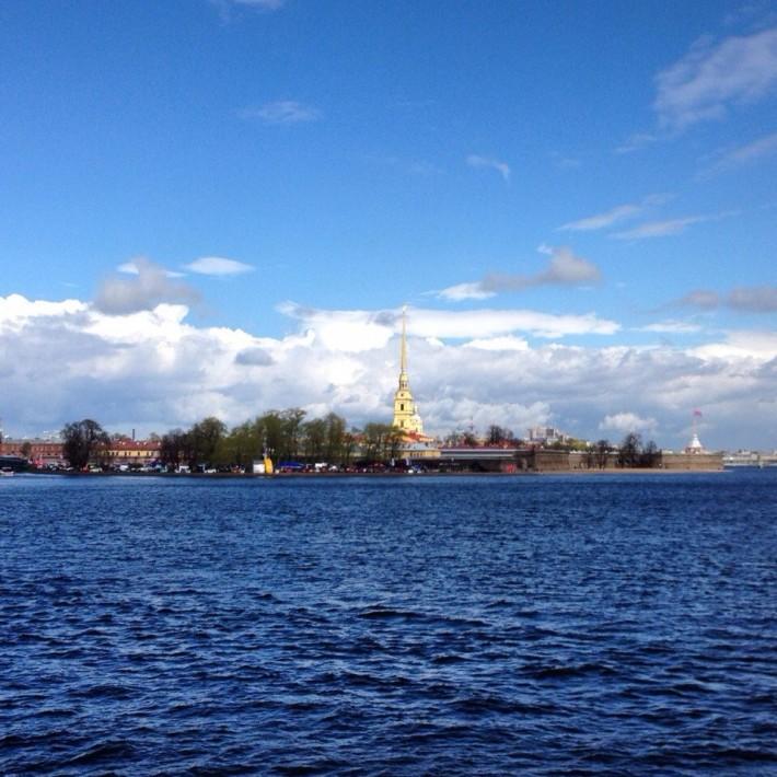 Вид на Петропавловскую крепость со стрелки Васильевского острова