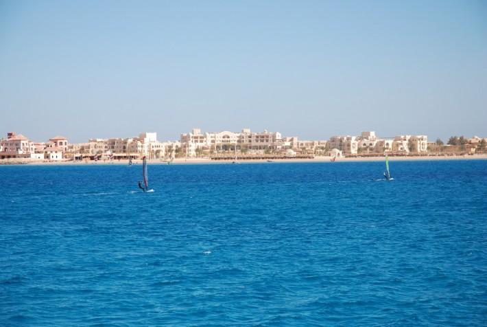 Солнечная Хургада, вид с яхты на Красном море