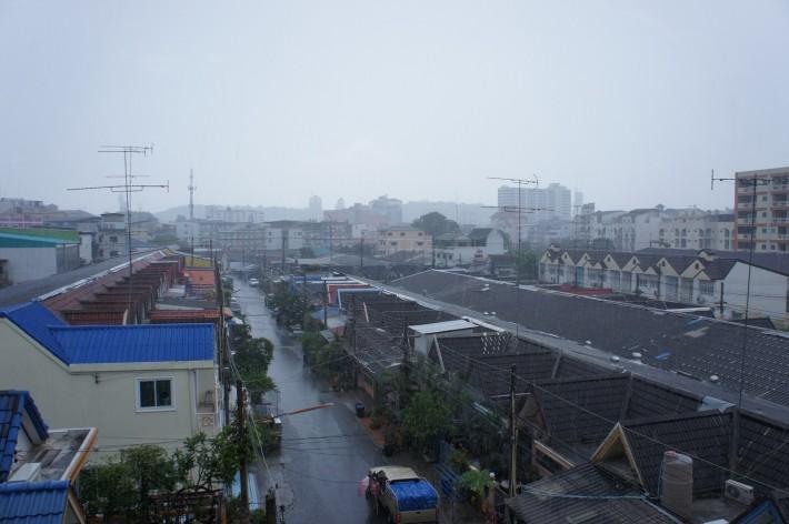 Дождь в Паттайе и дождь в Питере — два очень разных дождя...