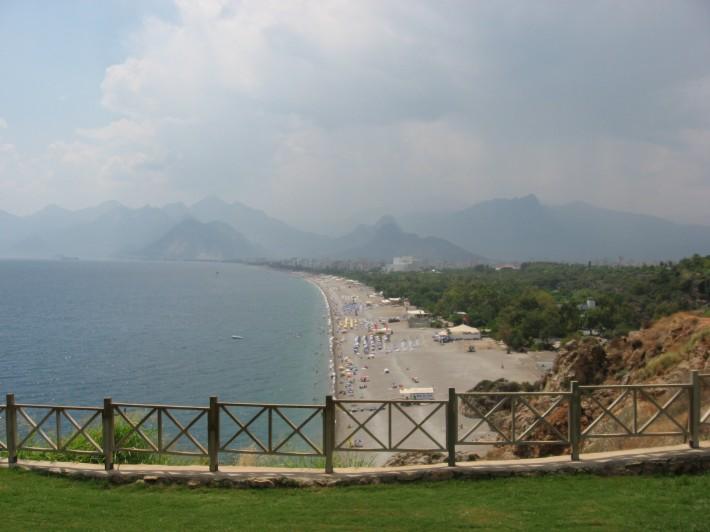 Пляжи находятся почти по всему побережью Антальи