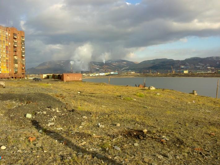 Никелевый завод и озеро Долгое