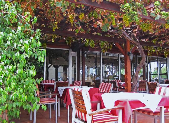 Интерьер одного из кипрских кафе