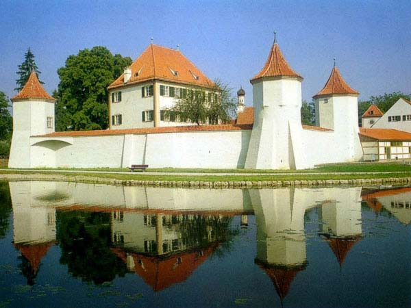 Бывший охотничий замок Блутенбург