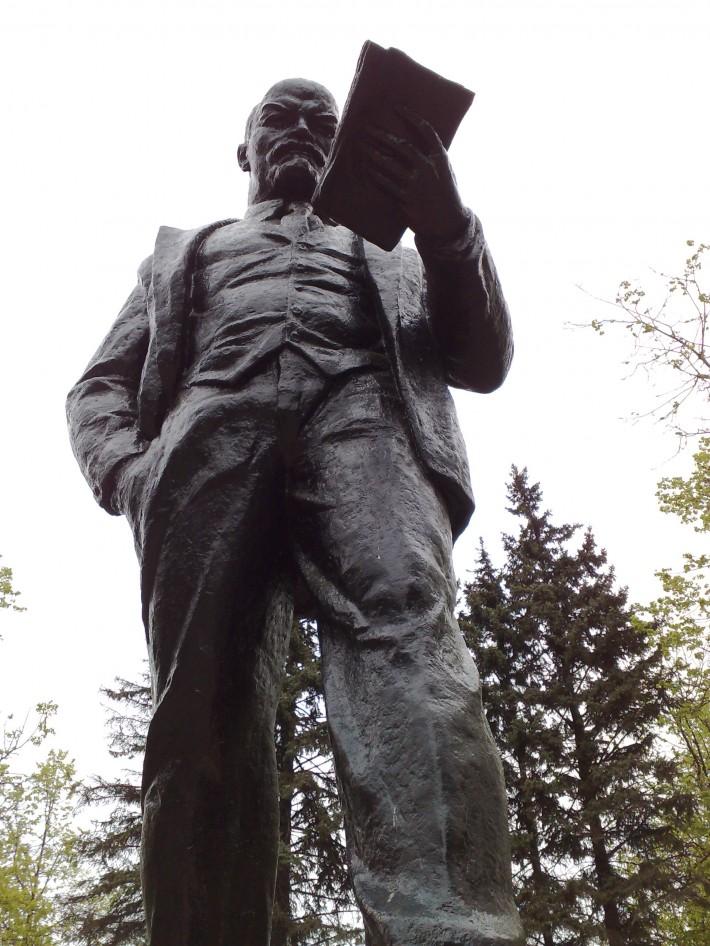 Памятник Ленину на одноимённой площади