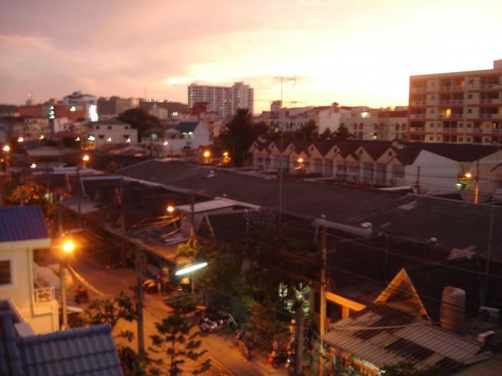 Центр Паттайи, закат