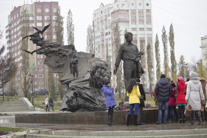 Уфа. Памятник Мустай Кариму