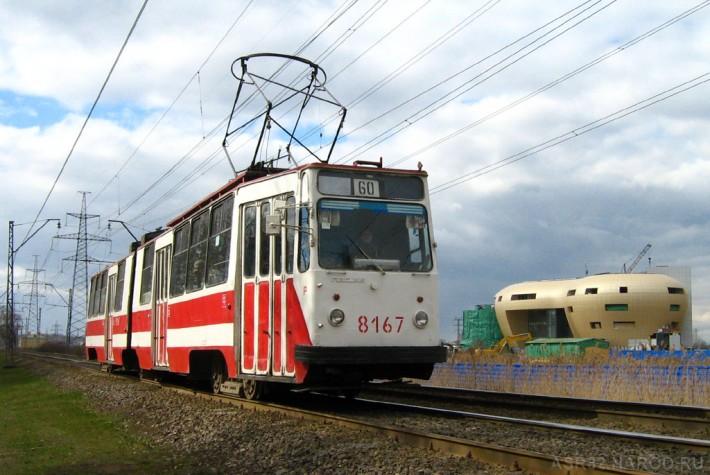 В некоторых районах ещё ходят допотопные трамваи