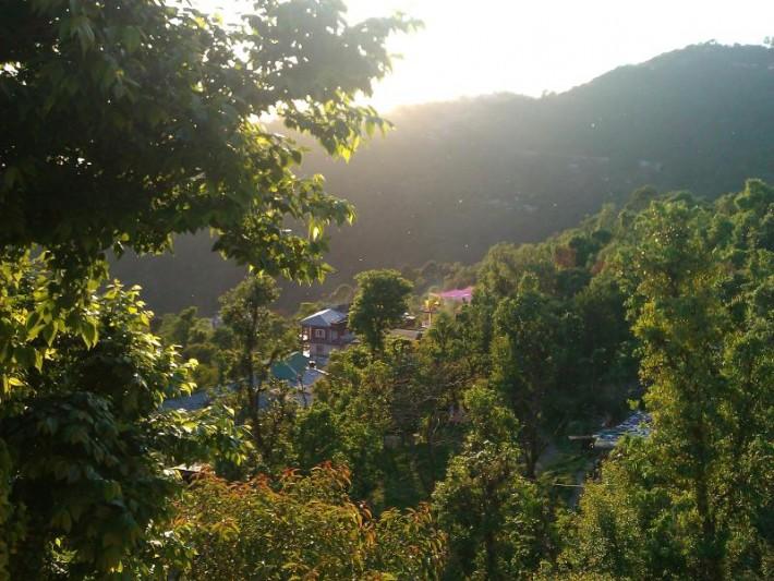 Вид с балкона гестхауса, в котором находится наша школа