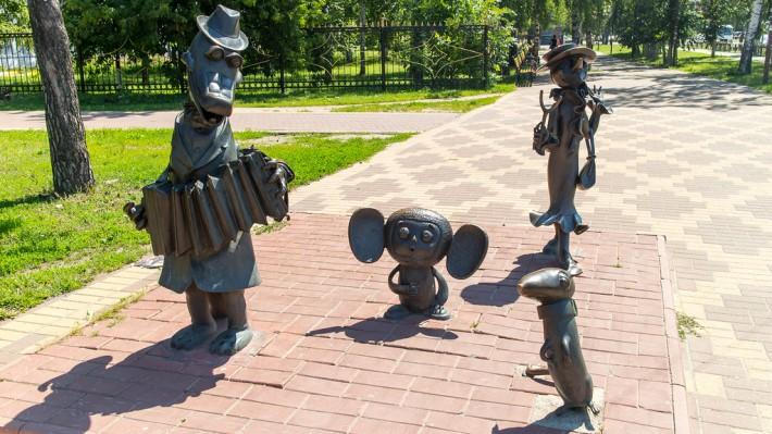"""Памятник героям мультфильма """"Крокодил Гена"""""""