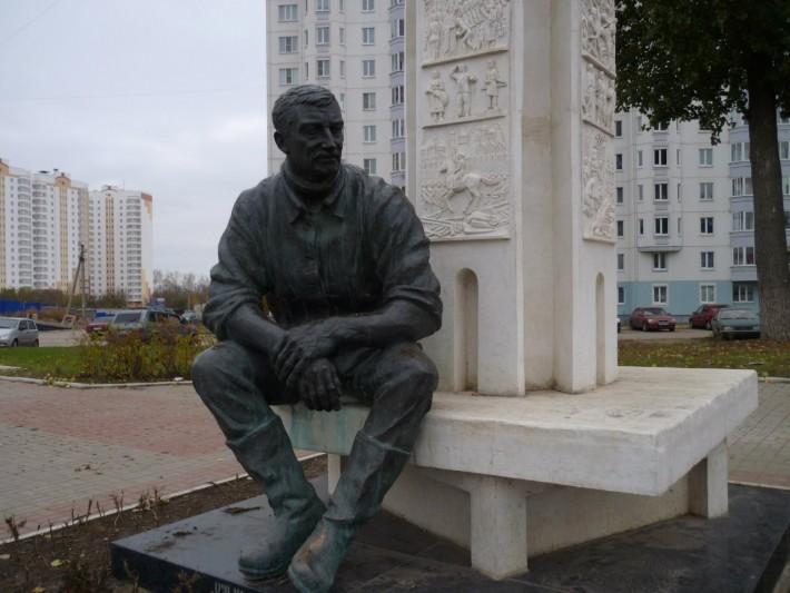 Вячеслав Клыков. Его именем назван наш проспект. Он известный скульптор