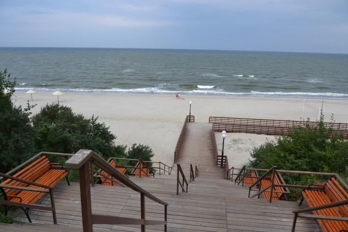 Янтарный. Спуск на пляж
