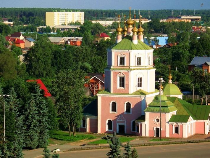 Город старинный. Это после полета Юрия Алексеевича Гагарина, он носит его имя, а раньше это был город Гжатск,богатый историей военных действий в битве за Москву в Великой Отечественной