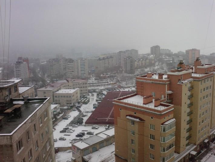 Владивосток примечателен сопками и тем, что живя на средних этажах, ты все равно можешь быть выше небоскребов, стоящих в низинах