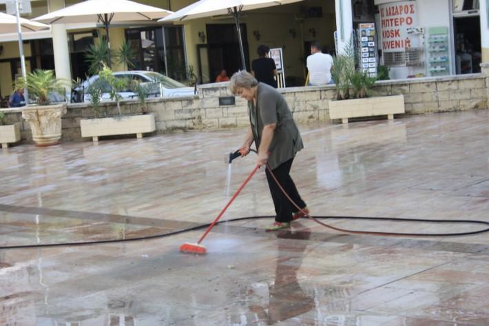 Уборка площади в г. Ларнака