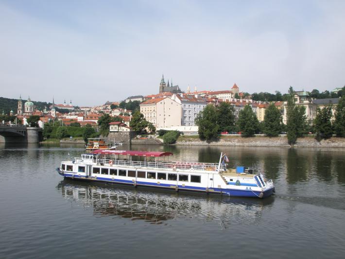 Река Влтава с достопримечательностями