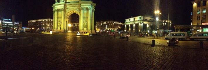 Нарвские триумфальные ворота на одноименной станции метро