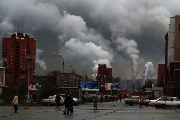 А так выглядит город во время выбросов