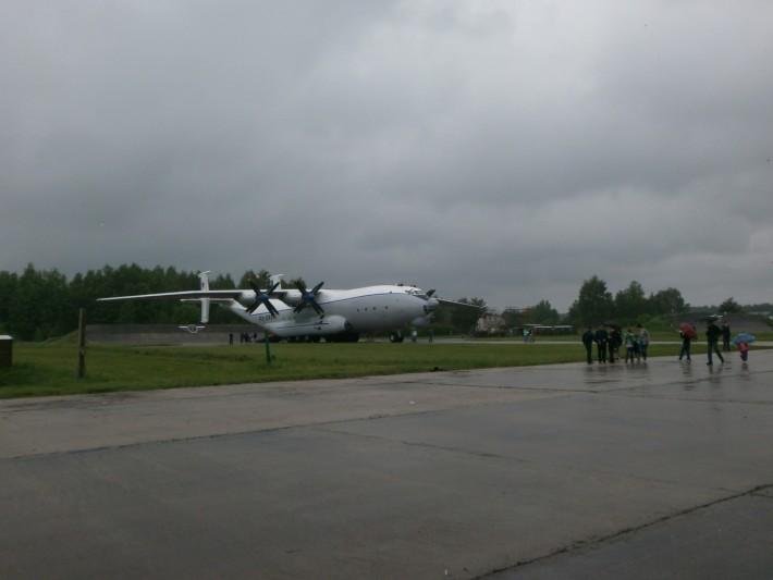 Ежегодный день полка на военном аэродроме Мигалово. Можно даже попасть внутрь самолета.