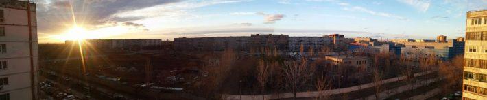 Ранняя весна. Вид с нашего балкона. В низу стройка справа ТРЦ Волгомол.