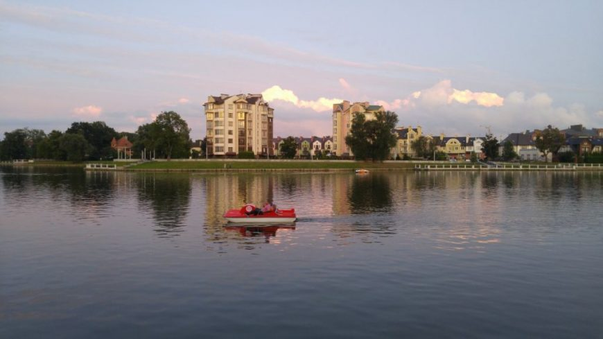 Верхнее озеро и элитная недвижимость рядом