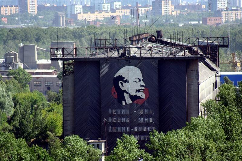 На фото - один из цехов, ныне, к сожалению, Ленина демонтировали. А жаль