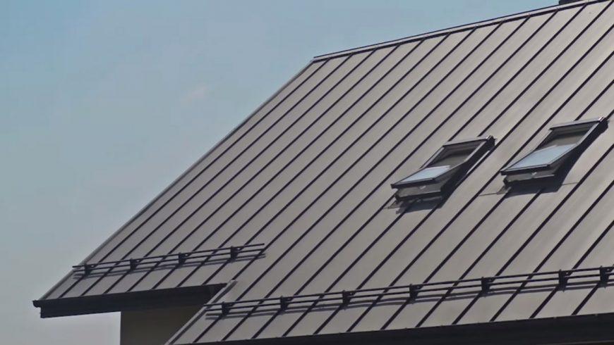 Подобная крыша - продукт экономии. Черепицу может позволить лишь upper-middle class