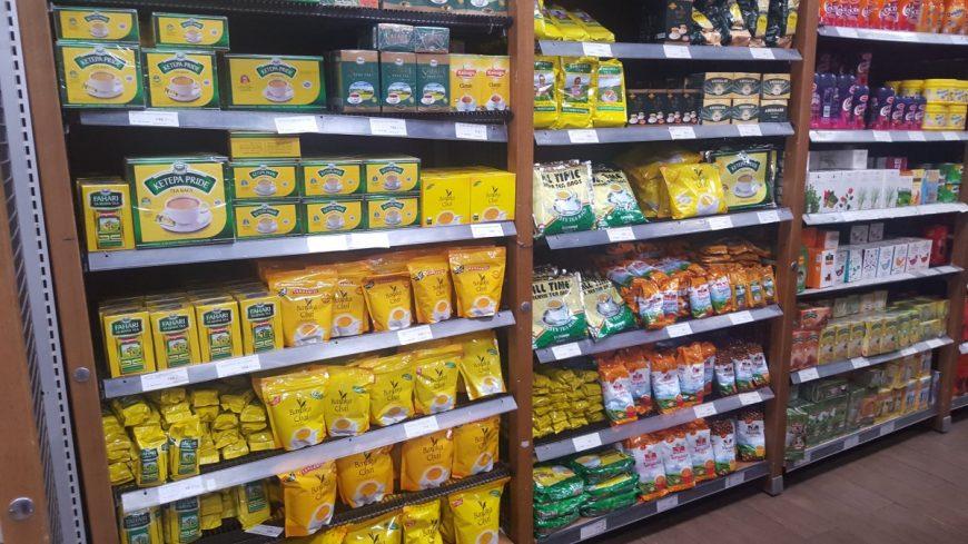 Полки в магазинах Кении