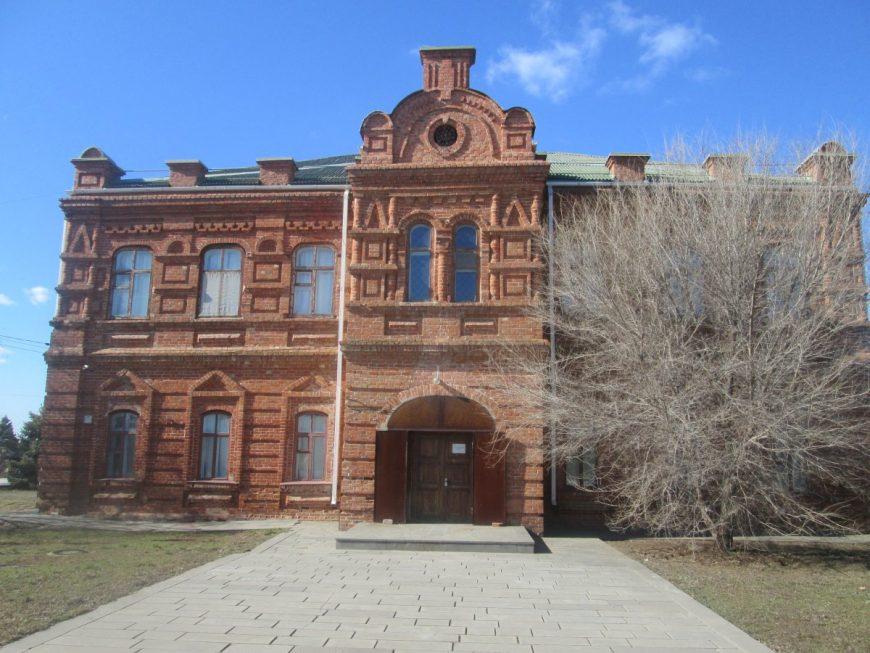 Старая школа. Сейчас является достопримечательностью города и галереей