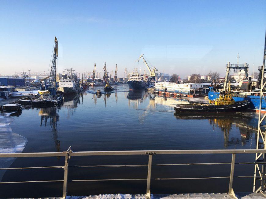 Портовая сущность Калининграда. Вид с двухъярусного моста