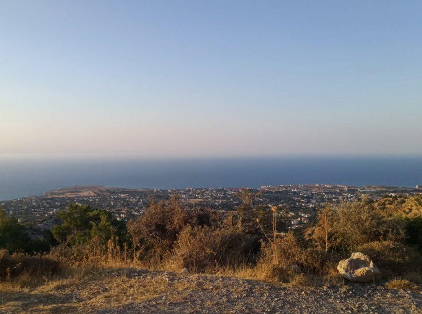 Вид с вершины горы на Кирению