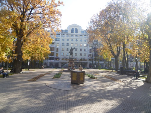 Петровский сквер рядом с Воронежским университетом инженерных технологий