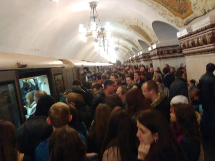 Центр, станция метро Киевская. В метро тоже бывают сбои