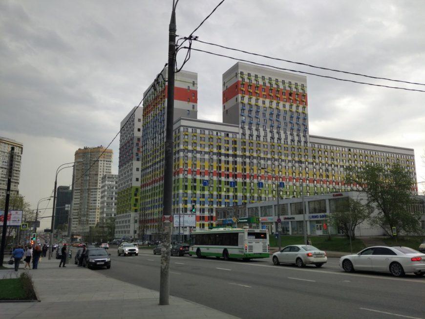 Один из новых ЖК в Кунцево. Стильно, модно, молодежно и прямо у метро. Поэтому даже малюсенькая студия площадью 24 кв.м. стоит от 8.5 млн