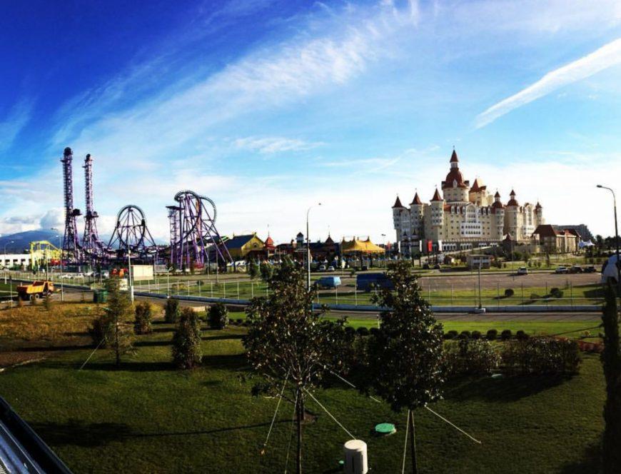 Парк развлечений в Адлере в декабре