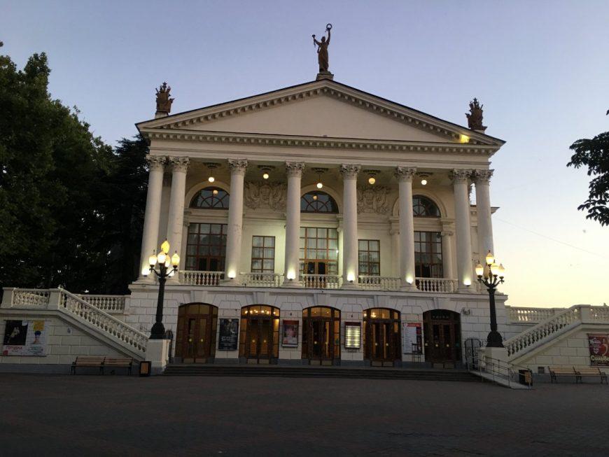 Здание оперного театра в Севастополе