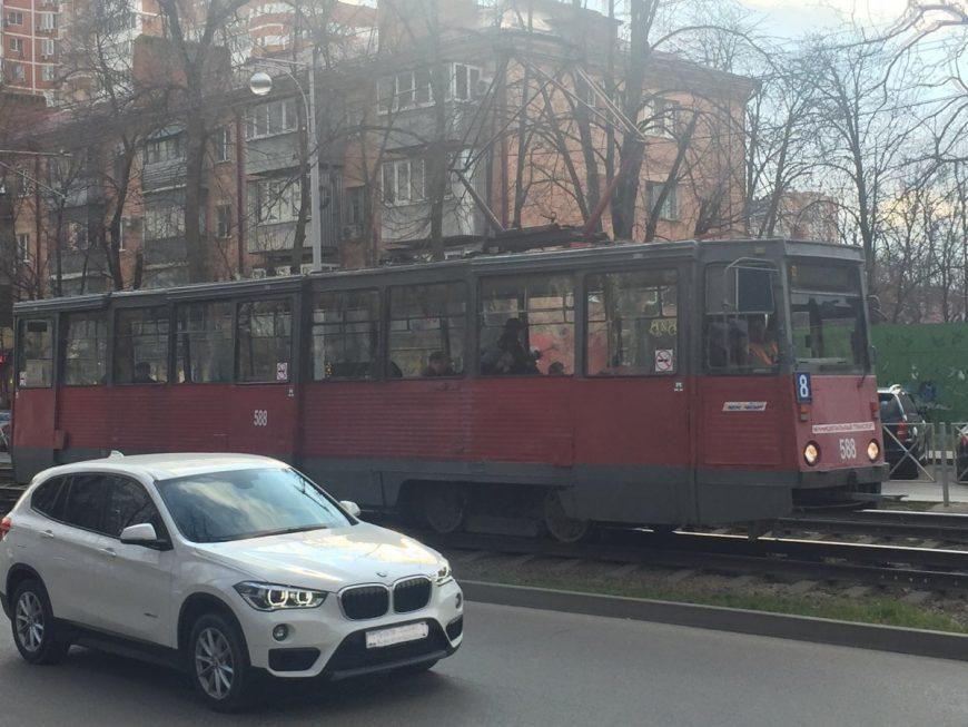 Стандартный древний трамвай
