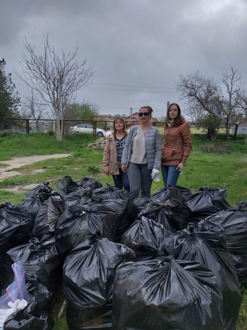 26 мешков мы выгребли втроём из Воронцовского парка)