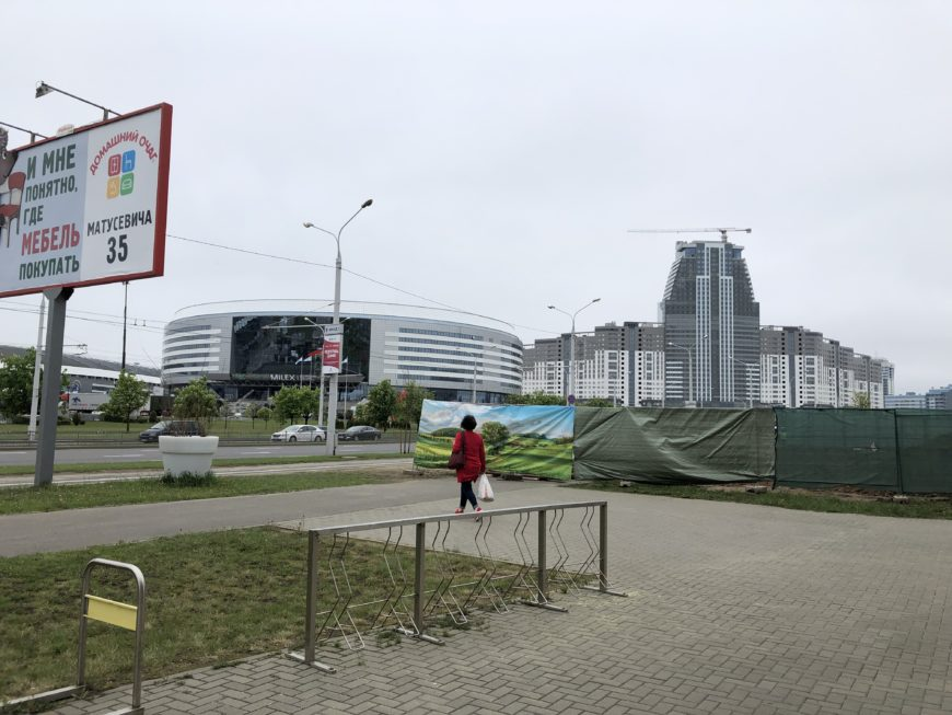 Проспект Победителей. Слева - Минск-Арена