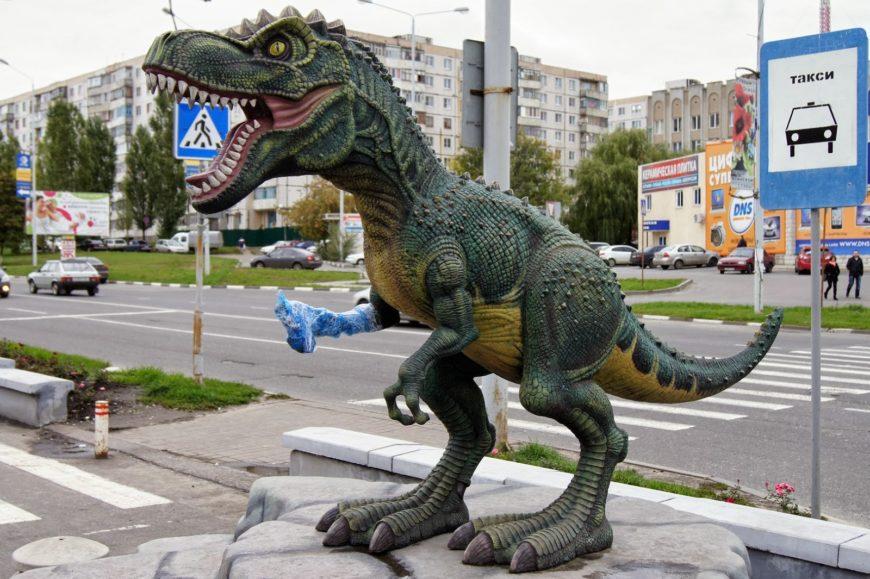 Донозавр - перед динозаврией ТЦ Боше