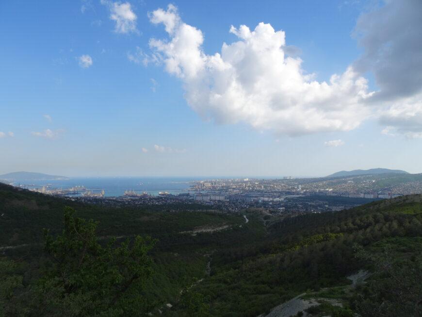 Вид на Новороссийск с гор